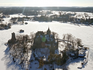 46-boldt-castle-winter